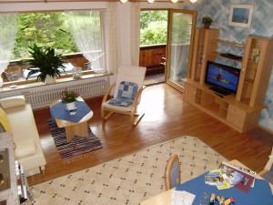 2-Wohnbereich-Couch-TV